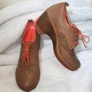J.41 Adventure On MidHeel Oxford Shoes